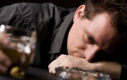 6 Cara menghilangkan sakit kepala setelah mabuk