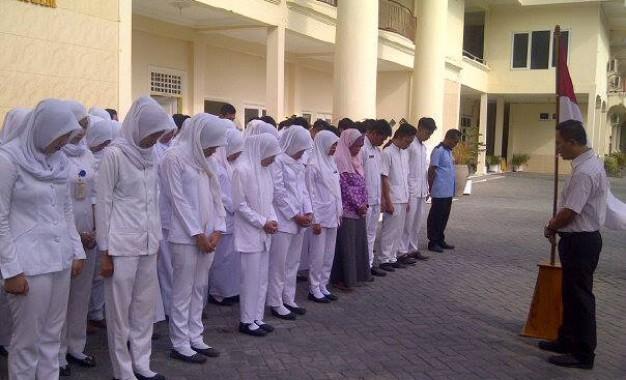 45 detik mengheningkan cipta Bersama Ketua STIKES  Mataram